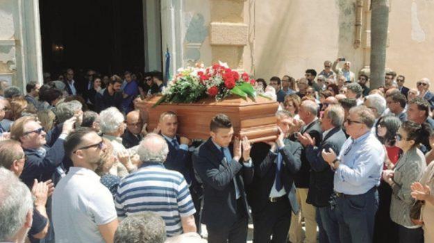 La morte di Tumbiolo, folla commossa ai funerali a Mazara del Vallo