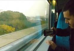A Shanghai a bordo di un treno a levitazione magnetica