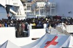 Vide morire la madre sotto le bombe in Siria e da allora non parla: è tra i 932 sbarcati a Catania