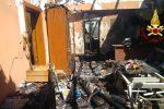 Notte di fuoco a Catania, in fiamme una falegnameria e quattro auto