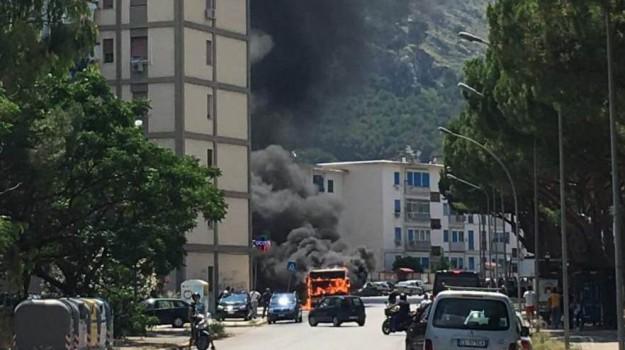 incendio autobus, Palermo, Cronaca