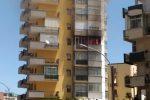 Paura a Palermo, incendio in un palazzo in via Cataldo Parisio: residenti in strada