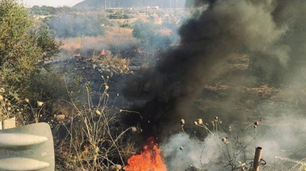incendio priolo, incendio terreno ex candidato sindaco priolo, intimidazione priolo, Siracusa, Cronaca