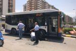 Corre verso la fermata e viene travolta da un autobus a Palermo: ferita