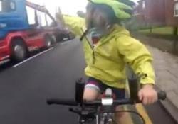 Il video della piccola Rhoda Jones, 4 anni, del Northamptonshire, Regno Unito, piace molto in rete