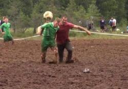 """Il """"calcio di palude"""", disciplina inventata in Finlandia, ha una tradizione ventennale"""