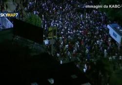 Migliaia di giovani hanno creato il caos per le strade della città californiana