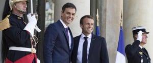 Il presidente francese Emmanuel Macron e il primo ministro spagnolo Pedro Sanchez