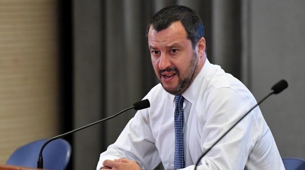 espulsioni confine italia francia, migranti, scontro italia francia, Matteo Salvini, Sicilia, Politica