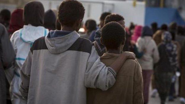 minori soli immigrazione, minori stranieri non accompagnati, Sicilia, Cronaca
