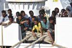 """Il racconto dei superstiti sbarcati a Pozzallo: """"Alcuni di noi morti in mare"""""""