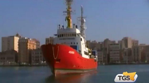 La nave Aquarius ancora in mare con 629 migranti