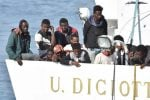 Ok dal Viminale, la nave Diciotti al porto di Trapani: terminata l'odissea per i 67 migranti