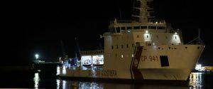 La nave Diciotti nel porto di Pozzallo
