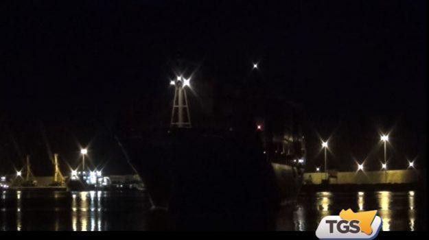 Migranti, l'attracco della nave Maersk: i profughi nell'hotspot di Pozzallo