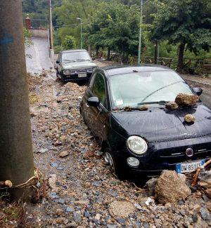 Bomba d'acqua nel Messinese, strade invase da un fiume di fango e pietre
