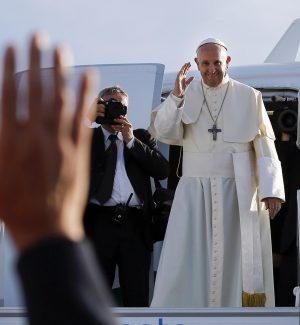 Migranti, il Papa: accoglierne quanti si può ma no ai lager dei trafficanti
