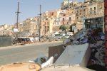Il porto di Sciacca sommerso dai rifiuti, i pescatori attaccano il Comune