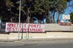 Siracusa, rubato uno striscione di solidarietà ai migranti