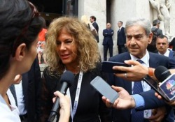 La presidente di Eni al Consob Day di Milano loda le parole del ministro Tria:
