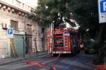 Incendio a Messina, le immagini dello stabile andato a fuoco e dei soccorsi