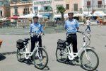 Palermo, sulle strade di Mondello arrivano i vigili in sella alle bici elettriche