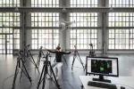 Uno dei volontari coinvolti nell'esperimento che ha individuato i più semplici movimenti del bisto in grado di controllare il volo di un drone (fonte: EPFL)