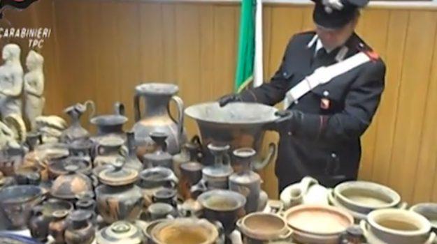 Scoperto traffico illegale di reperti archeologici, blitz a Caltanissetta