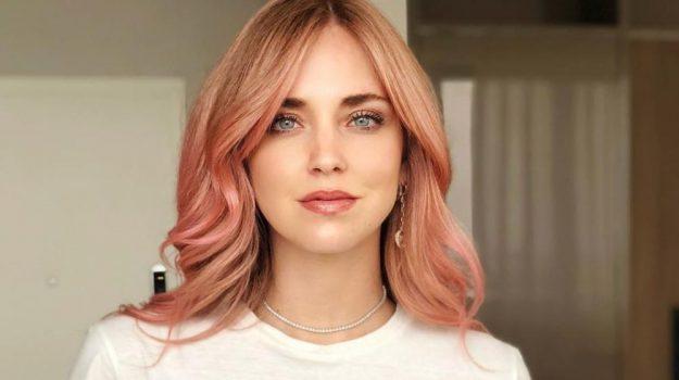 Chiara Ferragni, capelli rosa per l'addio al nubilato prima delle nozze a Noto