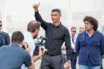 Caso Ronaldo, altre donne lo accusano di violenza: il portoghese a Lisbona dai suoi avvocati