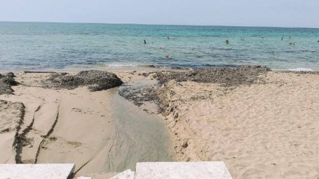 liquami in spiaggia a Erice, Trapani, Cronaca