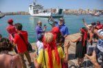 Nave Diciotti, a Trapani la protesta delle magliette rosse: sì all'accoglienza