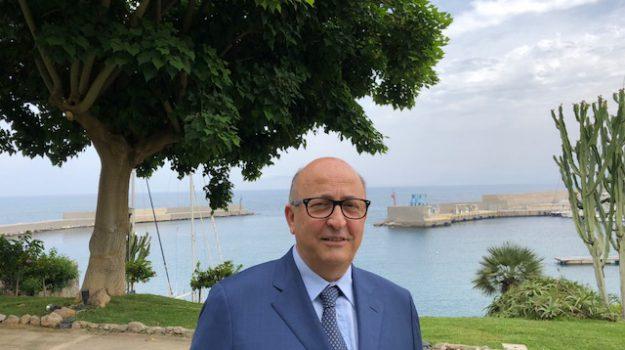 aiop sanità sicilia, Sicilia, Società