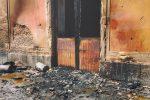 Il centro polifunzionale Midullo devastato dalle fiamme