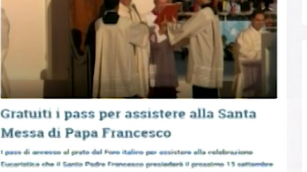 Pass falsi per la visita del Papa, un denunciato a Palermo