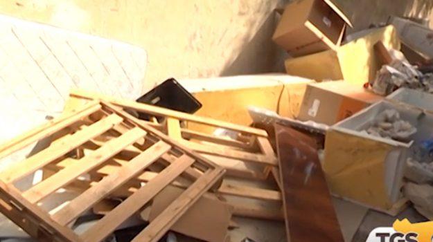 Troppi rifiuti dai comuni vicini a Palermo, l'appello del sindaco Orlando