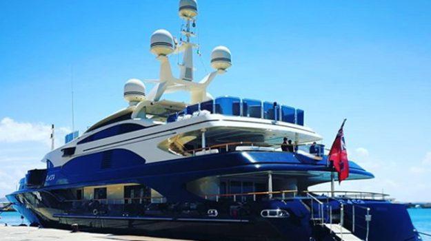 instagram jordan yacht, Michael Jordan, Will Smith, Trapani, Società