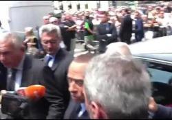 Il leader di Forza Italia ai funerali del regista: «Molto triste salutare un amico»