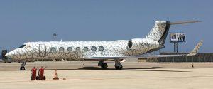 L'aereo di Michael Jordan all'aeroporto di Punta Raisi, sulla coda il suo celeberrimo logo