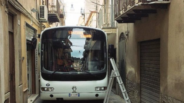 bus via gaetani caltanissetta, Caltanissetta, Cronaca