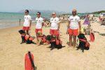 Cani-bagnini ad Alcamo Marina: spiaggia sicura grazie ai labrador