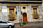 Giarre, la casa natale del filosofo Michele Federico Sciacca abbandonata tra rifiuti e degrado