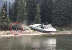 Lo stunt a Tuchodi Lakes, nella Columbia Britannica, Canada