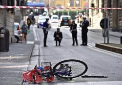 Auto travolge bici e pedoni, tra feriti bimbo 20 mesi
