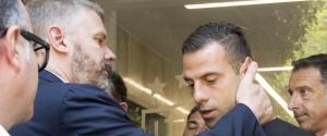L'attaccante del Parma Emanuele Calaiò con il consigliere di amministrazione Pietro Pizzarotti presenti all'udienza