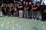 Formazione, fiaccolata degli ex sportellisti in memoria del collega morto suicida: le immagini