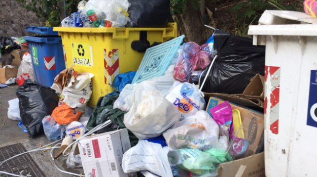 messina, messinambiente, mezzi rifiuti sotto scorta, rifiuti messina, scorta immondizia Messina, Cateno De Luca, Messina, Politica