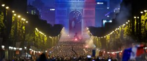 Festa sugli Champs Elysees