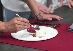Gelato burro e alici con tartare di carne marinata