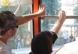 La guerra dei nervi condotta tra i due passeggeri